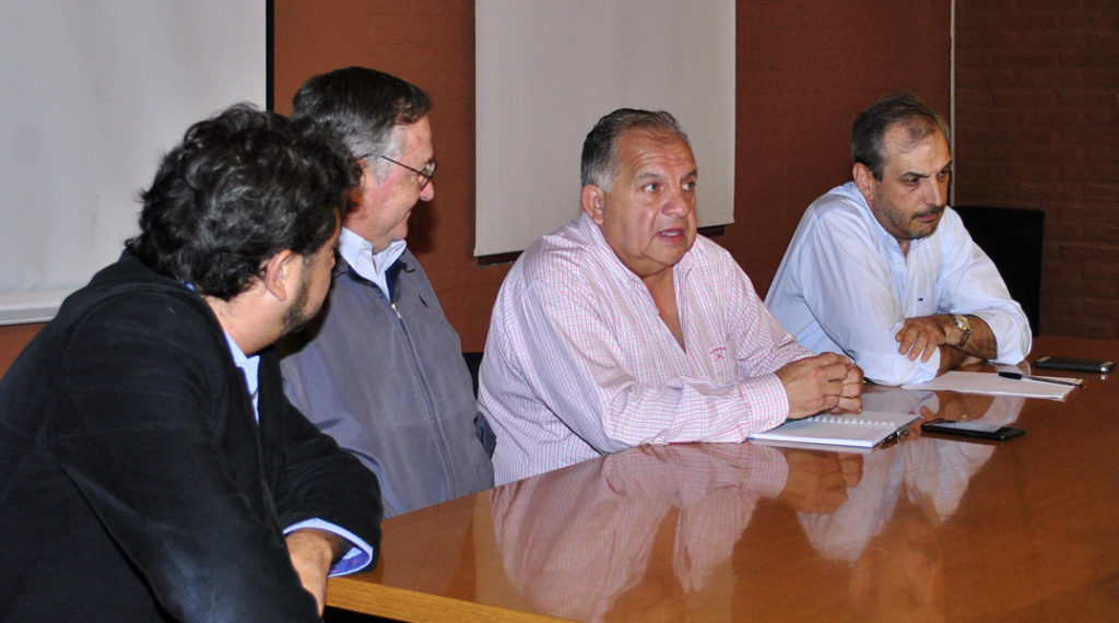 Ministros Cabana Fusz y Agustín Perassi encabezaron reunión con representantes de entidades sindicales que nuclean a trabajadores estatales.